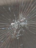 Sicherheitsfolie auf Fensterglas
